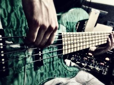 mojis-bass